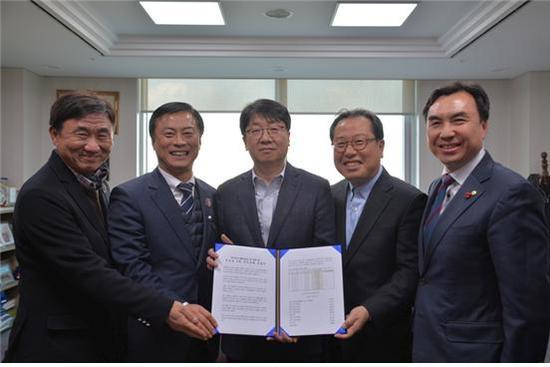 윤관석 의원, GTX-B 예타 면제 '민심서명부' 전달